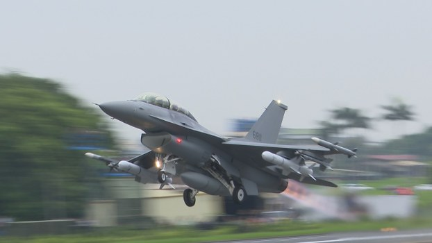 汉光演习战备跑道起降,改良升级F-16V首次亮相。(记者李宗翰摄)