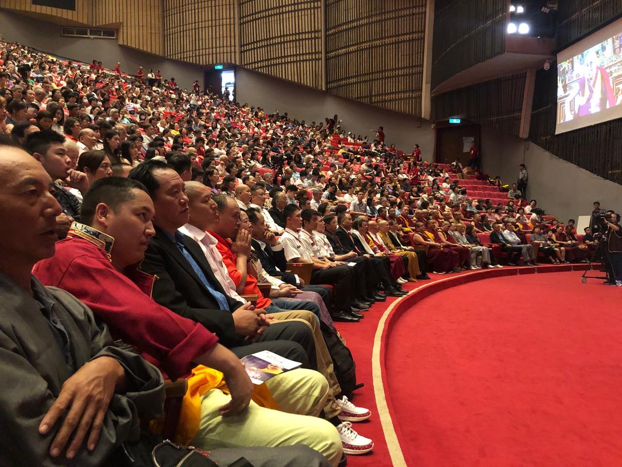 两千多名在台藏人和台湾佛教徒为达赖喇嘛祝贺生日。(记者夏小华摄)