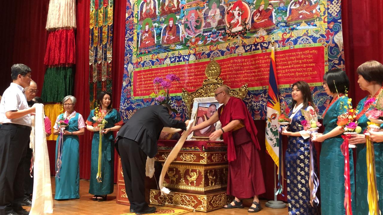 """达赖喇嘛西藏宗教基金会6日举办""""庆祝达赖喇嘛尊者84华诞""""。(记者夏小华摄)"""