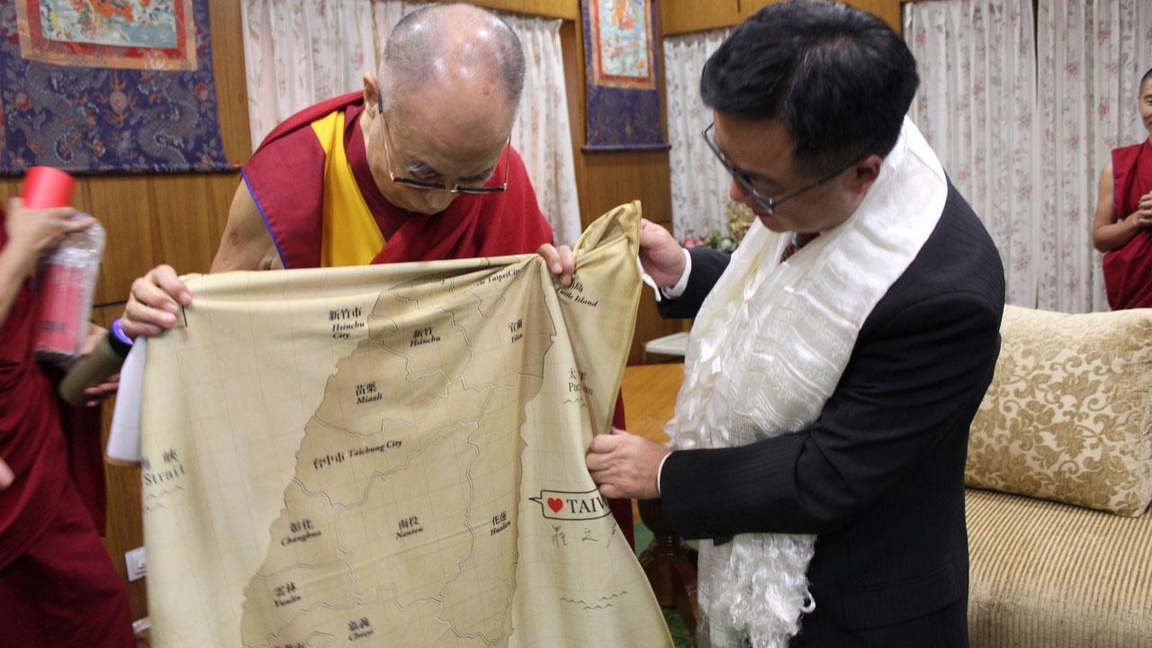 前民进党秘书长罗文嘉去年七月赴印度拜访达赖喇嘛。(罗文嘉脸书)