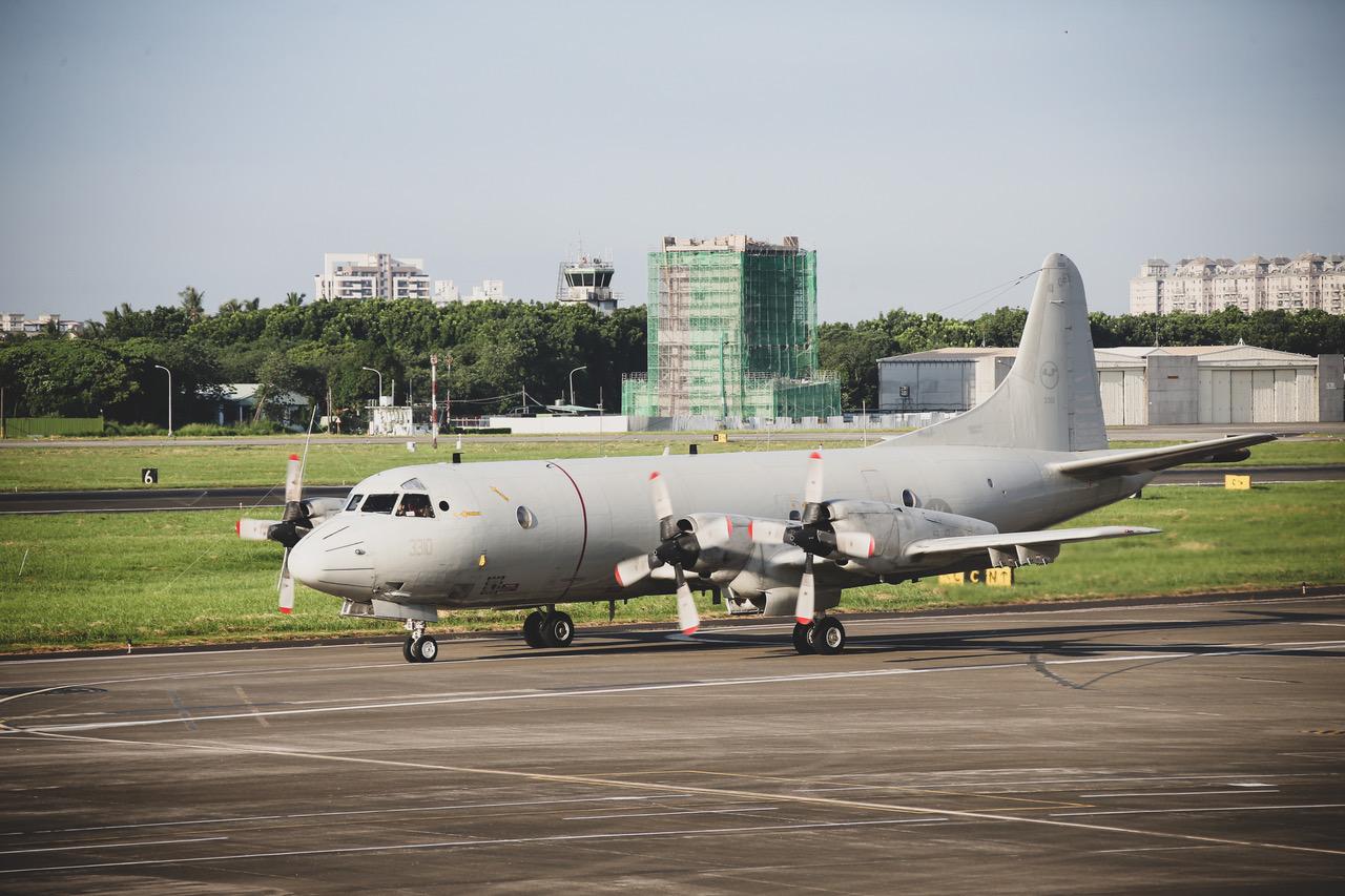 空军实施战力防护战备转场,P-3C反潜机升空起飞。(国防部提供)