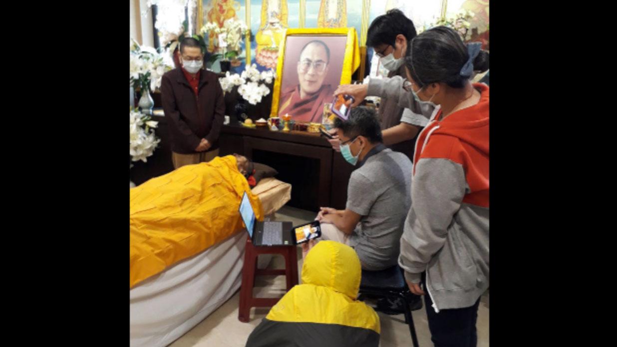 科学家在强巴加措老格西去世后第11天前往进行生理反应检测。(台湾达赖喇嘛西藏宗教基金会提供)