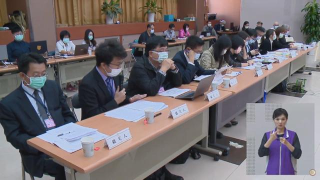 七位鉴定人在听证会上提出对中天新闻台换照的评议意见。(NCC直播截图)