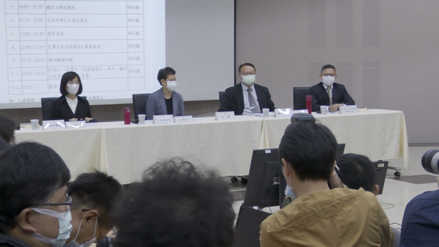 NCC举行中天新闻台换照听证,与会NCC委员对中天代表提问。(NCC直播截图)