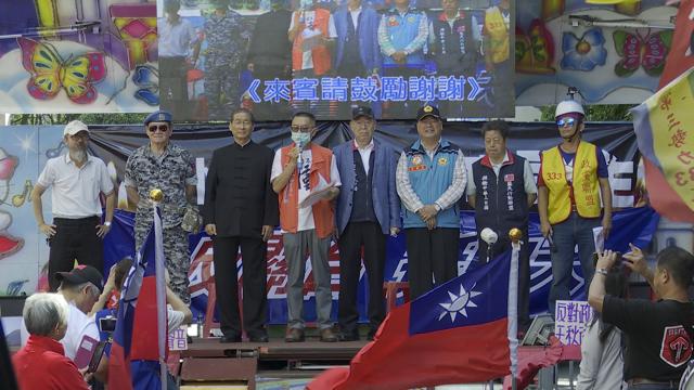 中华统一促进党张安乐(左三)等声援中天,抗议NCC。(记者李宗翰摄)