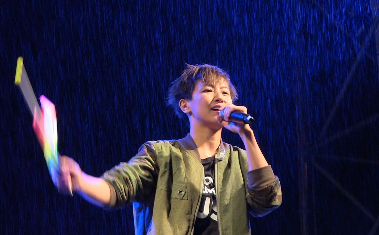 图说:香港歌手何韵诗声援台湾同性恋婚姻平权音乐会。(夏小华拍摄)