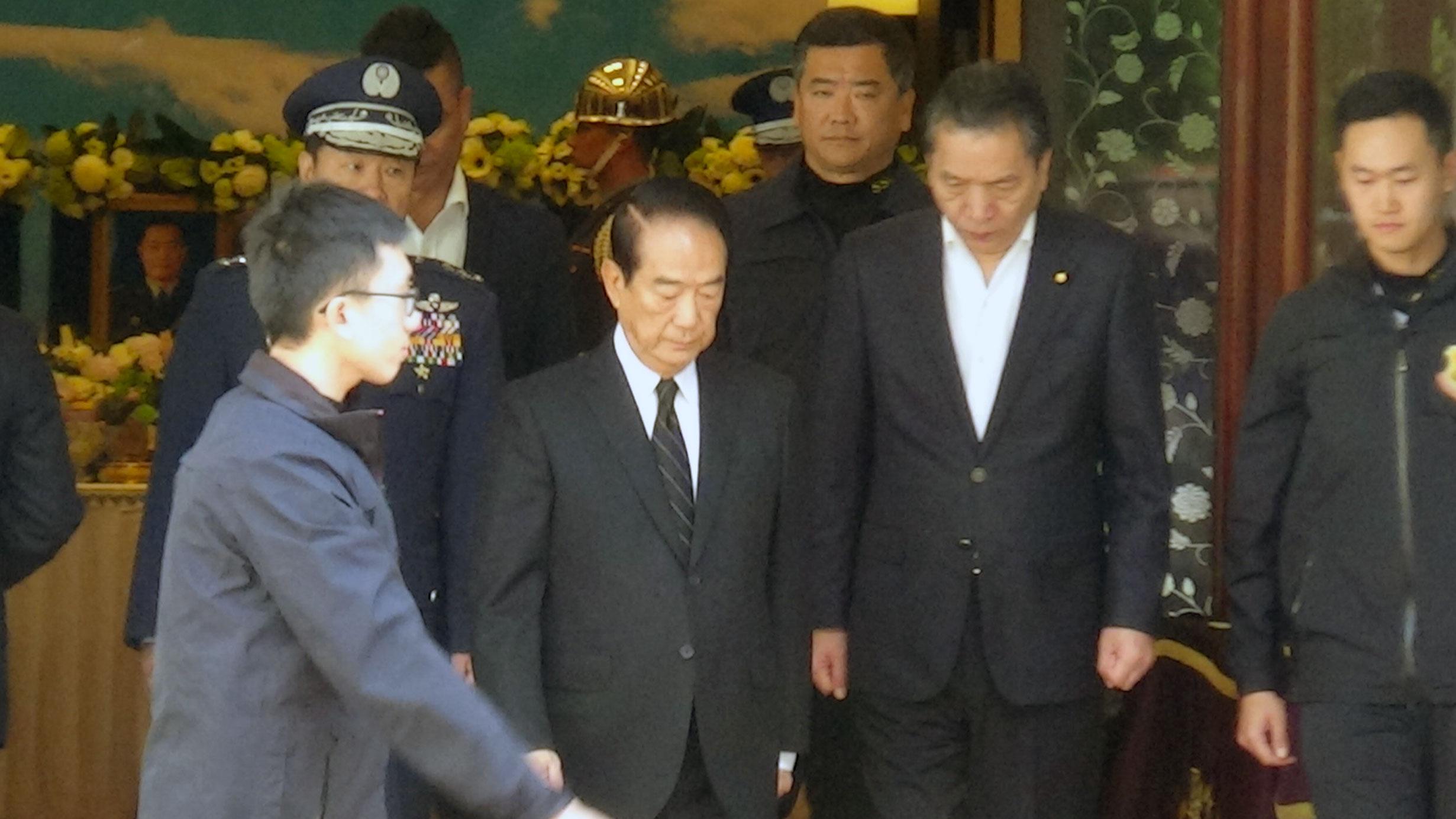 亲民党总统候选人宋楚瑜悼念8名黑鹰罹难军官。(记者夏小华摄)