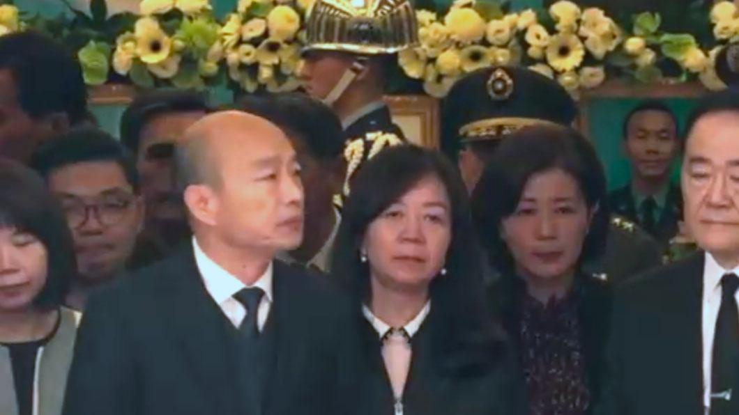 国民党总统候选人韩国瑜悼念8名黑鹰罹难军官。(记者陈明忠摄)