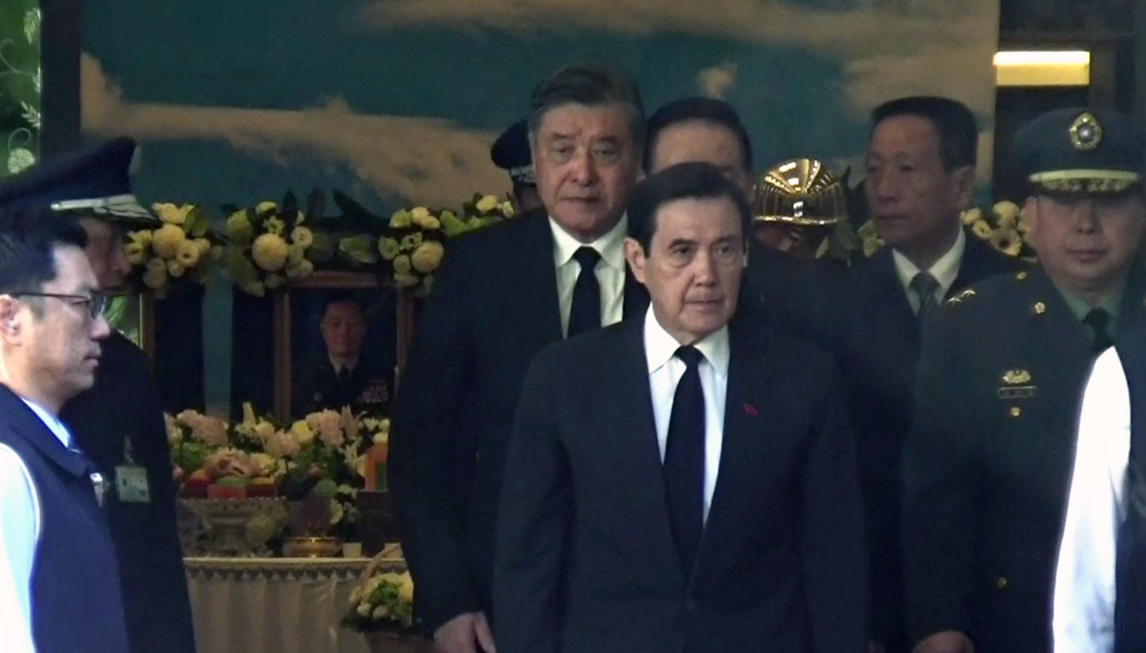前总统马英九悼念8名黑鹰罹难军官。(记者夏小华摄)