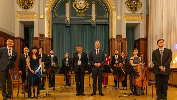 台北市长柯文哲访问捷克,与布拉格市长贺瑞普缔结双边姐妹城市。(台北市政府提供)