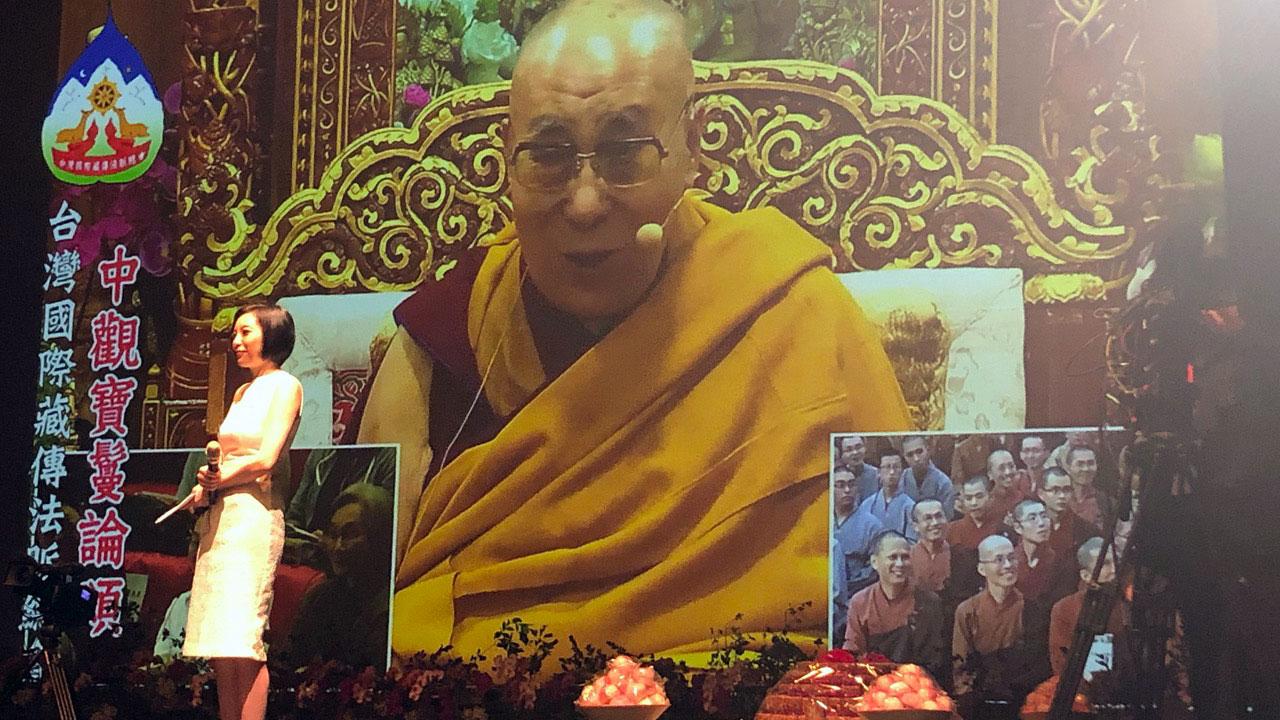 达赖喇嘛与台湾信徒视讯弘法,抱病讲了两小时。(记者夏小华摄)