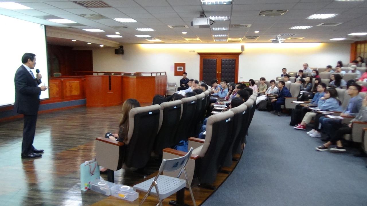 前总统马英九大学校园演讲台湾关系法。(记者夏小华摄)
