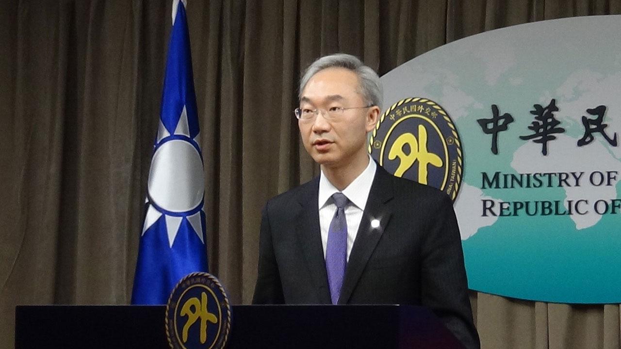 外交部北美司司长姚金祥28日在例行记者会上说明美台卫生部长连线。(记者夏小华摄)