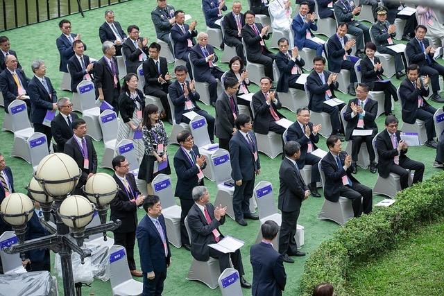 受新冠肺炎疫情影响,蔡英文就职演说采户外进行,仅邀请200多名宾客,不开放媒体采访,防疫有功人员获蔡点名表扬。(总统府提供)
