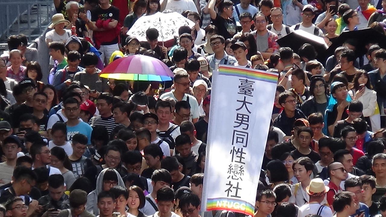 台湾同志现身立法院外争取同性婚姻平权,成为亚洲第一同性婚姻合法地方。(记者夏小华摄)