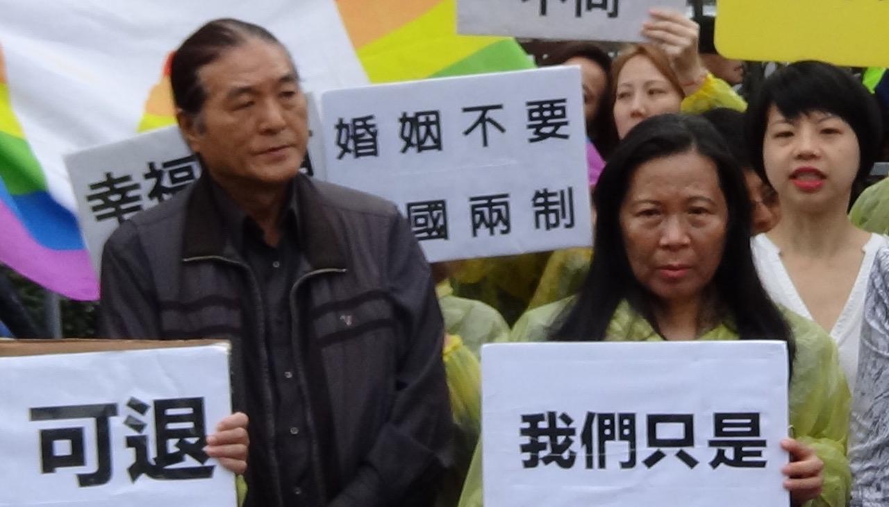 为女儿争取同志婚姻平权的Cindy爸妈。(记者夏小华摄)