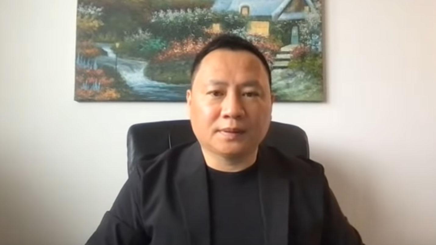 """前天安门学运领袖王丹指出中国小粉红有一天也可能为""""不能躺平""""抗争。(视频截图)"""