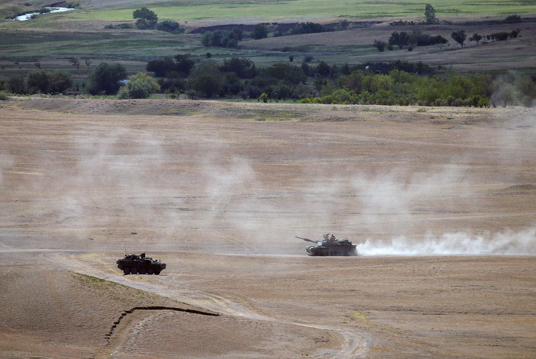 资料图片:美国M1A2艾布兰战车在军事演习中。(路透社)
