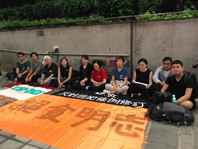 香港二十多名艺文界、教育界等发起绝食。(在台港人钟慧沁提供)