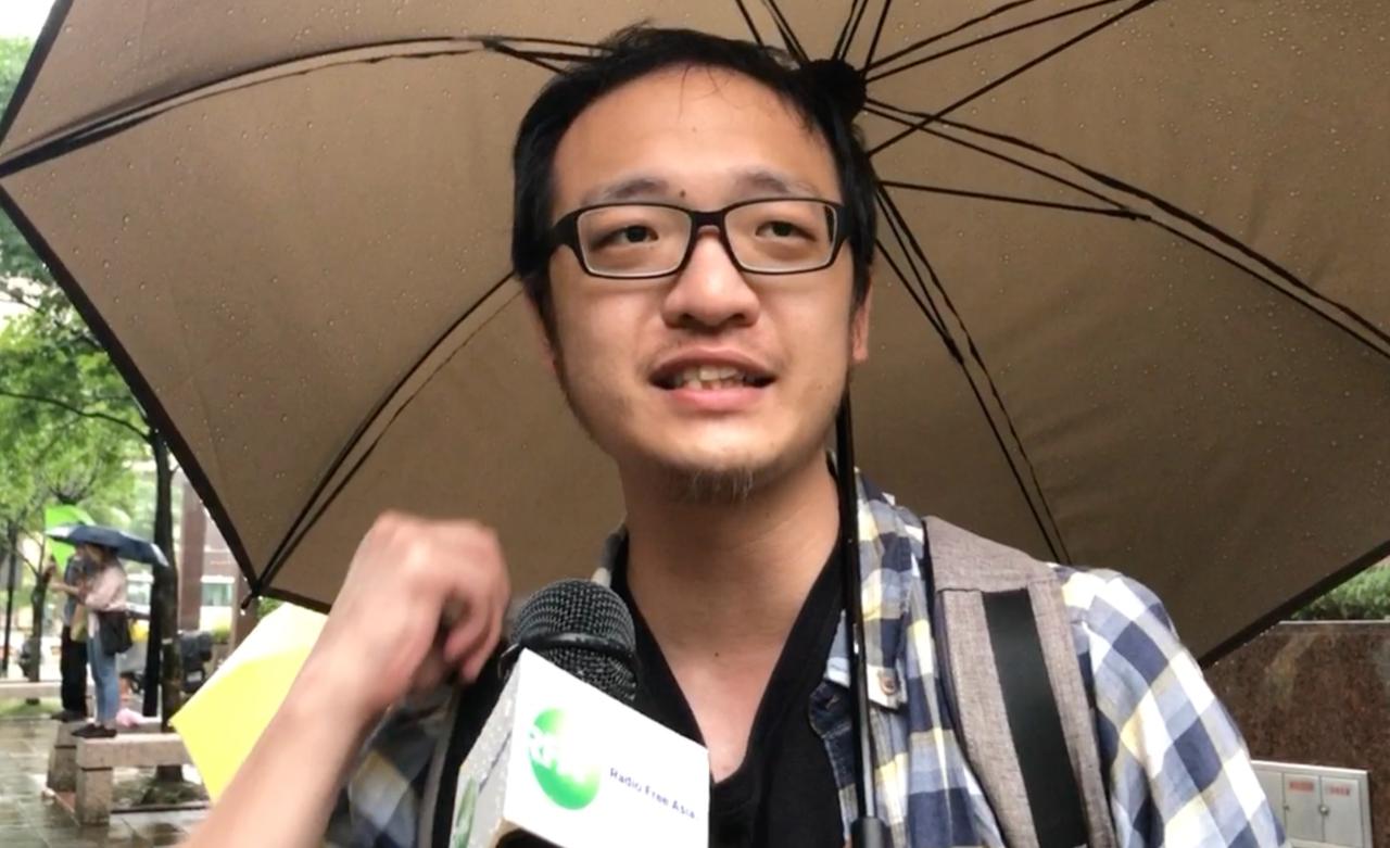 就讀世新大學社會發展研究所的洪崇晏譴責港府施暴是瘋狂行動,將使得香港沉淪。(記者夏小華攝)