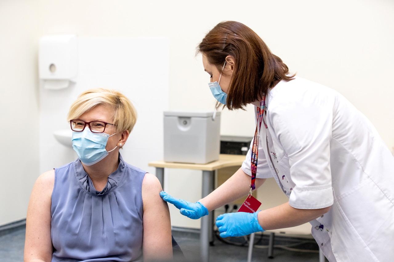 立陶宛总理打疫苗。(路透社)