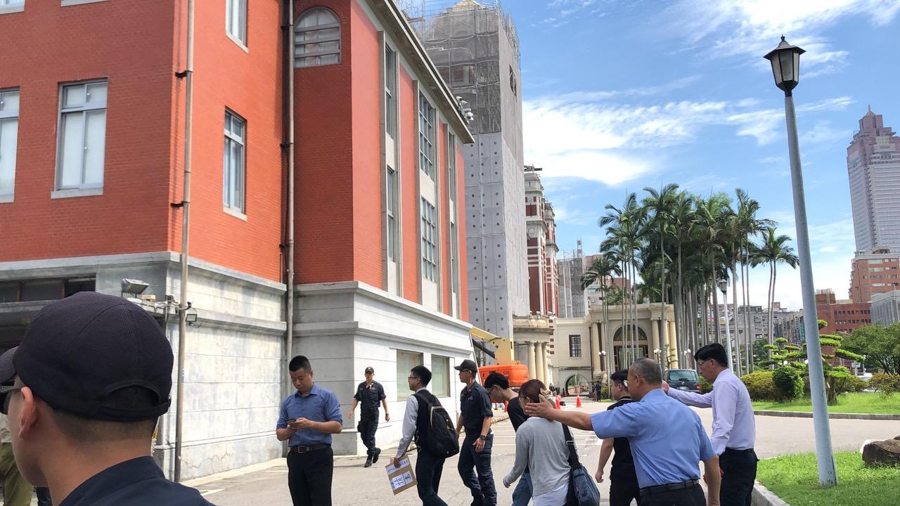 港人走进台湾的总统府陈情。(记者夏小华摄)