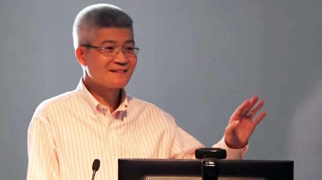 台湾中正大学传播学系教授胡元辉(视频截图/YouTube)