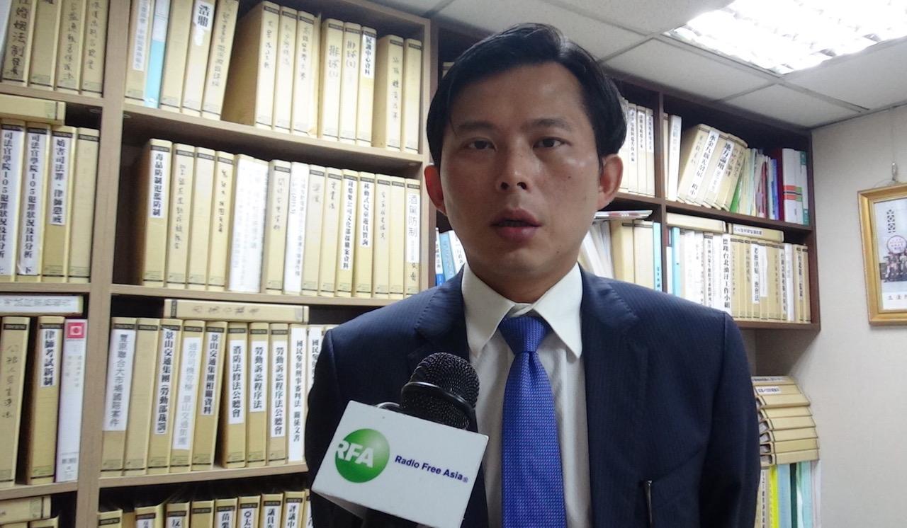 时代力量党立委黄国昌对香港白衣人无差别攻击市民表达痛心谴责。(记者夏小华摄)