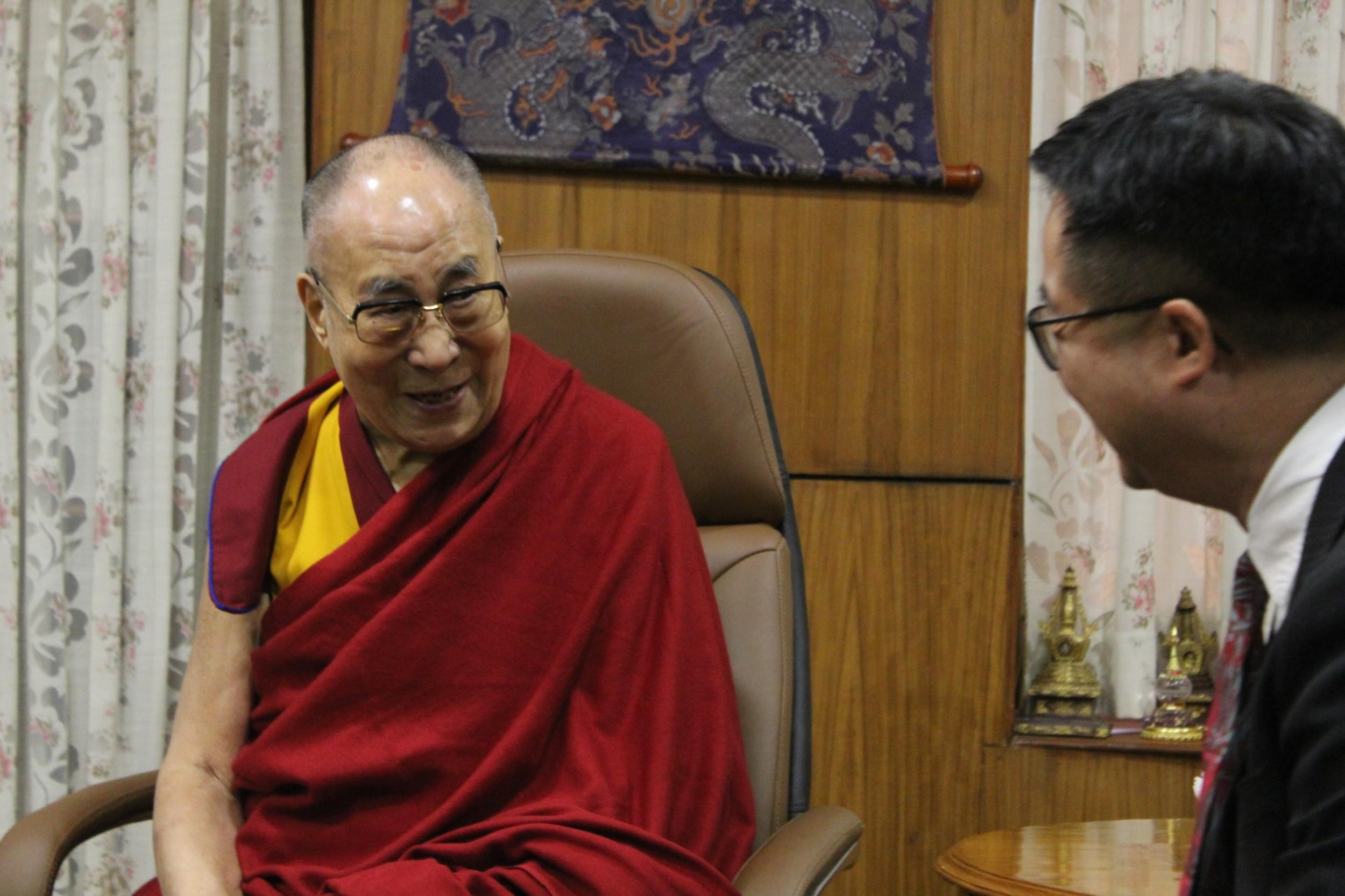 民进党秘书长罗文嘉赴印度拜会达赖喇嘛。(民进党提供)