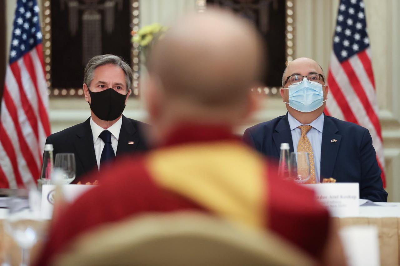 2021年7月28日,在印度访问的美国务卿布林肯不顾北京压力,会见达赖喇嘛代表。(路透社)