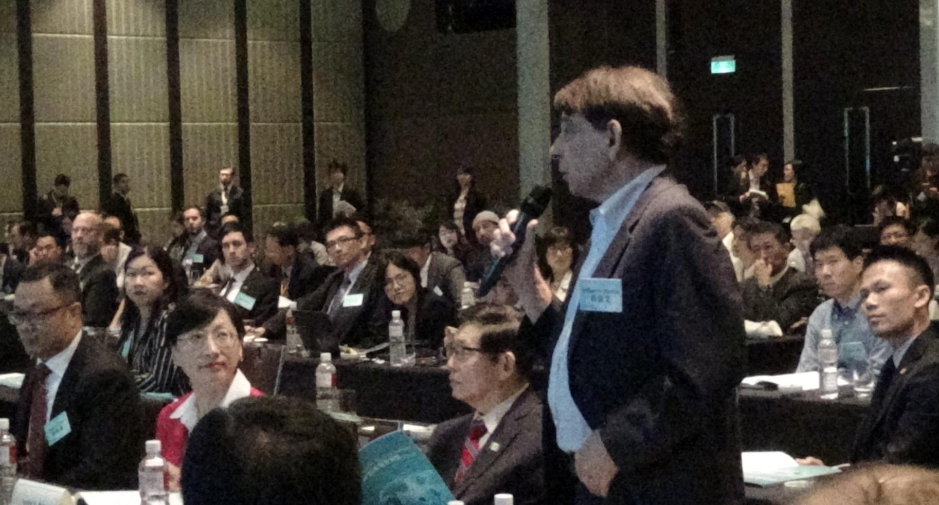 前AIT台北处长司徒文,向台上的前澳大利亚国防部长派恩提问。(记者夏小华摄)