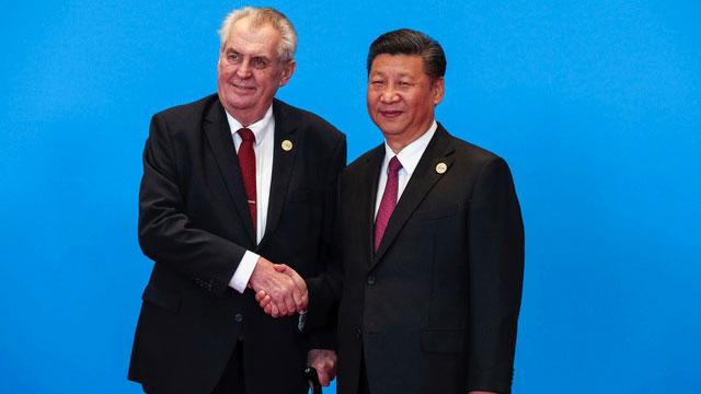 捷克总统齐曼2017访问中国与中国领导人习近平见面。(AP)