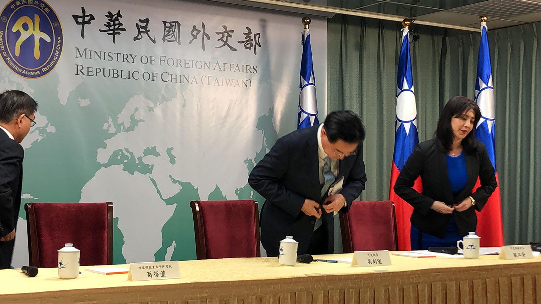 台湾外交部长吴钊燮16号宣布和所罗门断交,并表示已向蔡英文表达负该负责任。(记者夏小华摄)