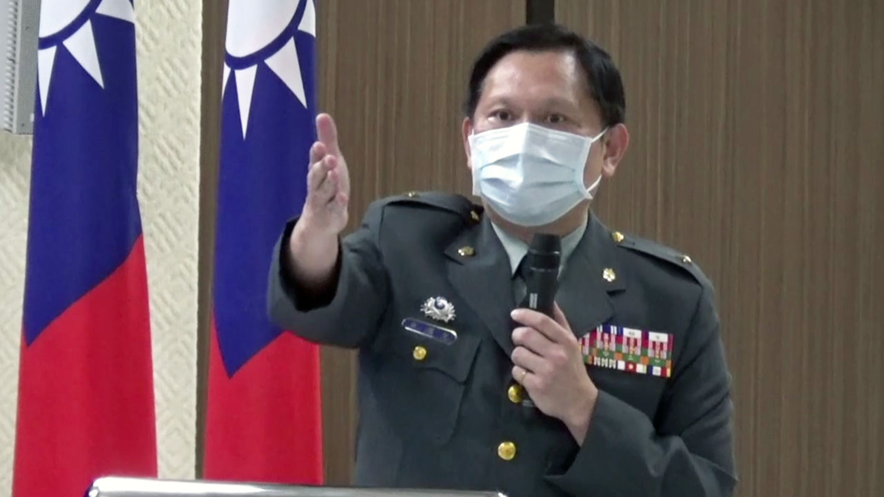 台湾国防部发言人史顺文27日在例行记者会上,感谢美方对台军售。(记者夏小华摄)