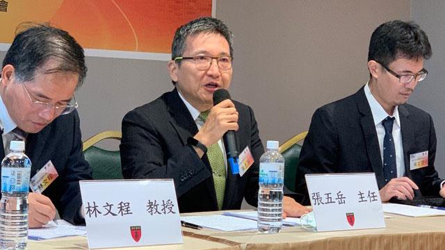 图四、淡江大学两岸关系研究中心主任张五岳(中)。(记者夏小华摄)
