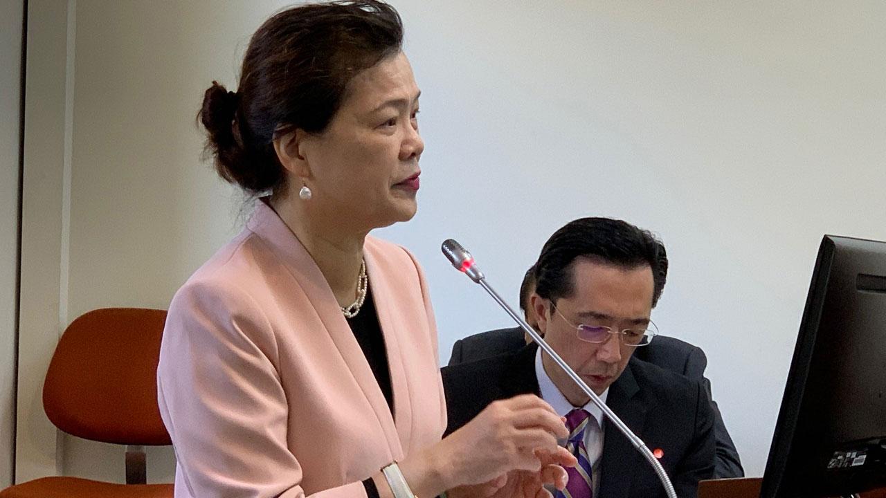 台湾经济部长王美花在立法院答询RCEP对台湾经济的冲击。(记者夏小华摄)