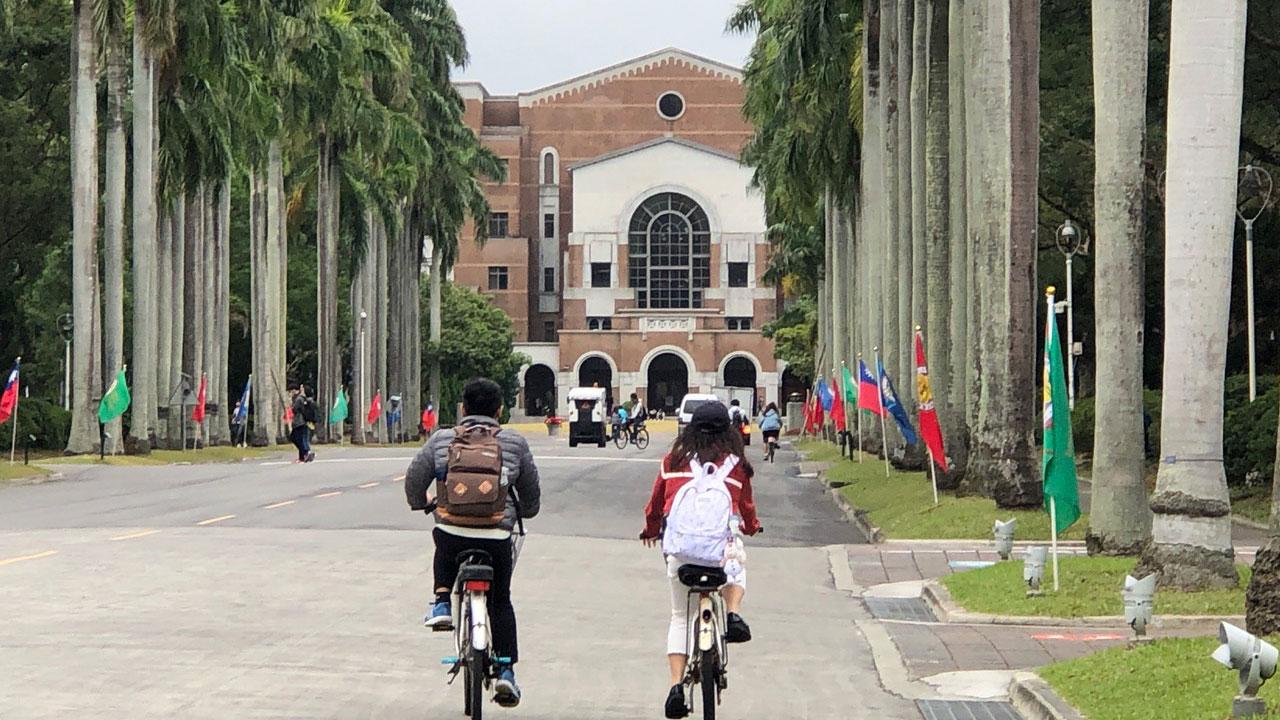 台大率先向在香港学生招手,赴台大免学杂费短期访问。(记者夏小华摄)