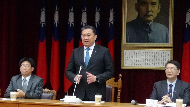 台湾立法院人权委员会24日成立。会长为民进党籍立委王定宇(中)。(记者夏小华摄)