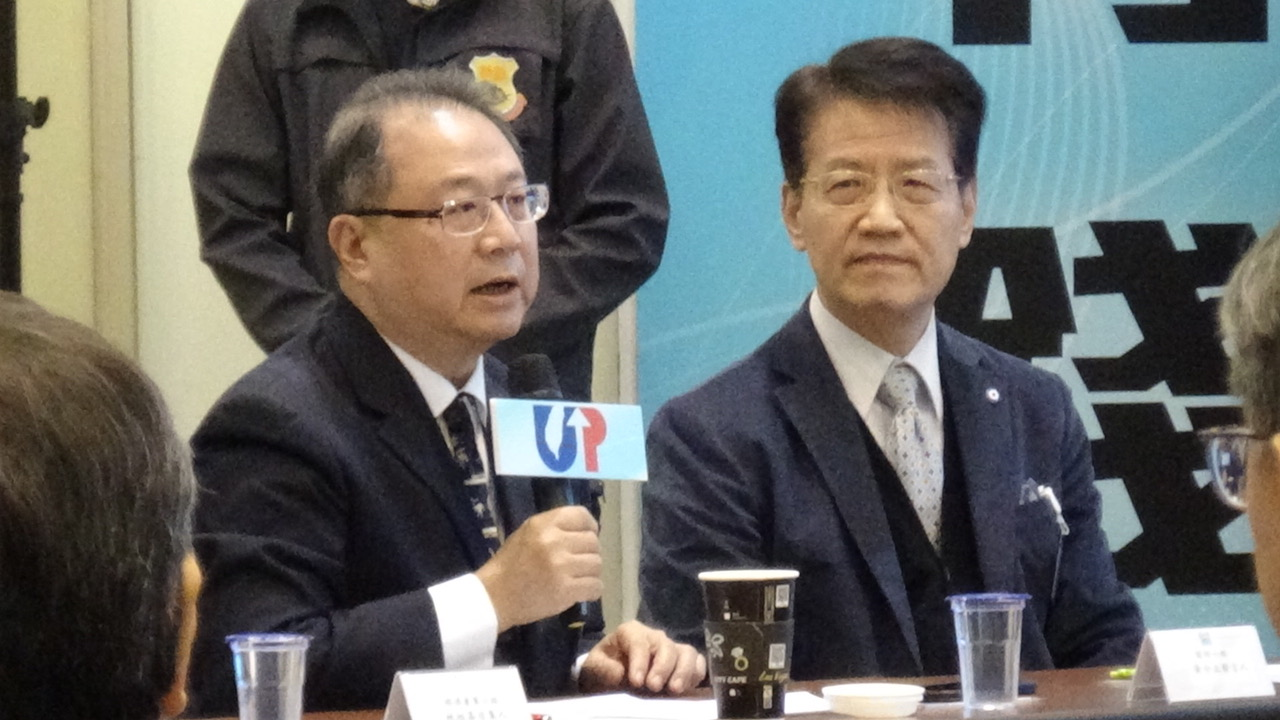 韩国瑜阵营国防政策组召集人黄介正(左)、两岸政策组召集人赵建民(右)。(记者夏小华摄)