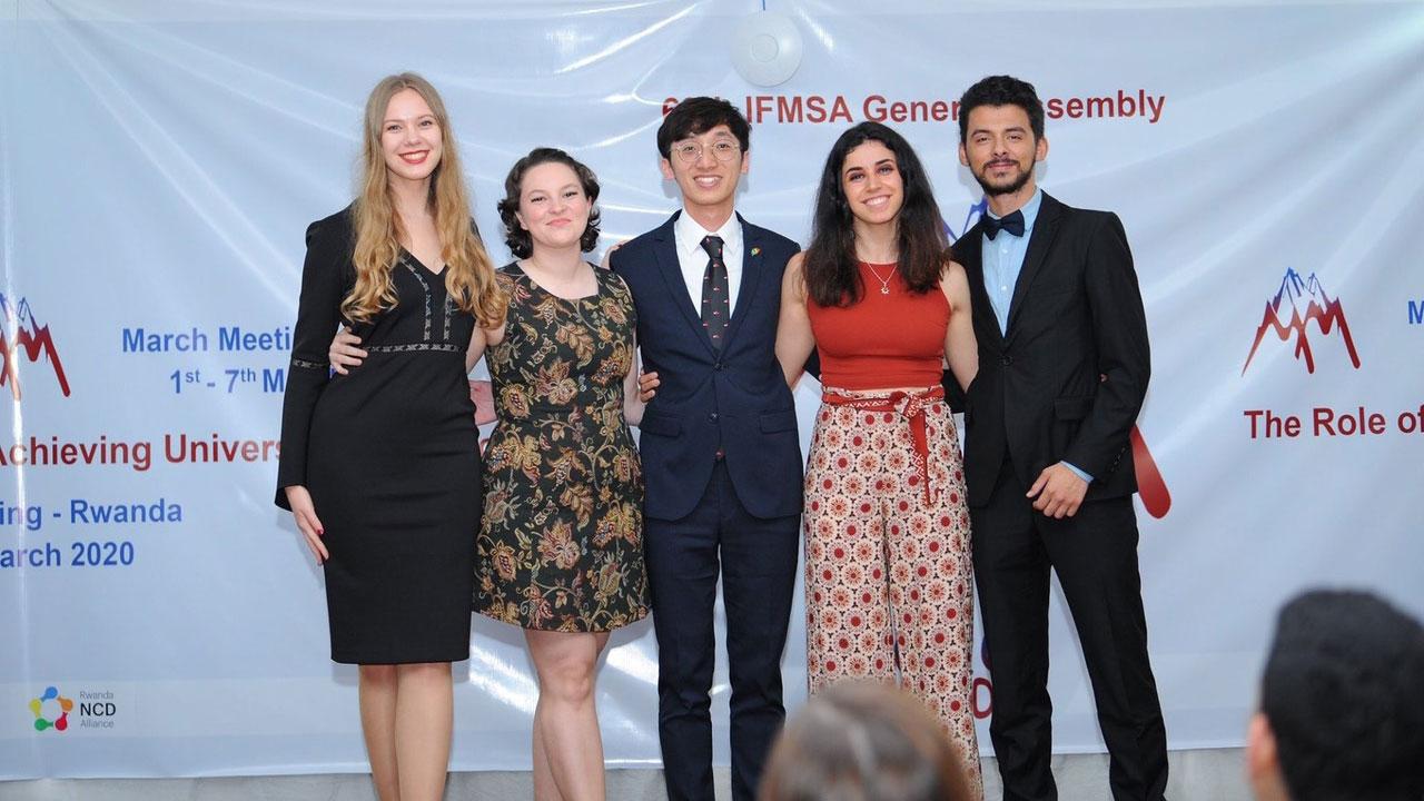 第70届世界医学生联盟候选人,最后台湾学生李柏锦(中)获六成选票,取得压倒性胜利。(李柏锦提供)