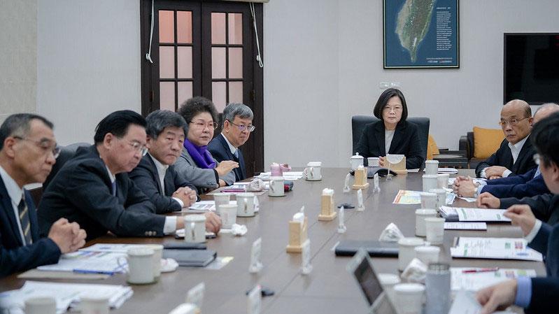 2020年1月22日,因应中国武汉肺炎疫情,蔡英文总统召开国安高层会议指示全力防疫。(总统府官网)