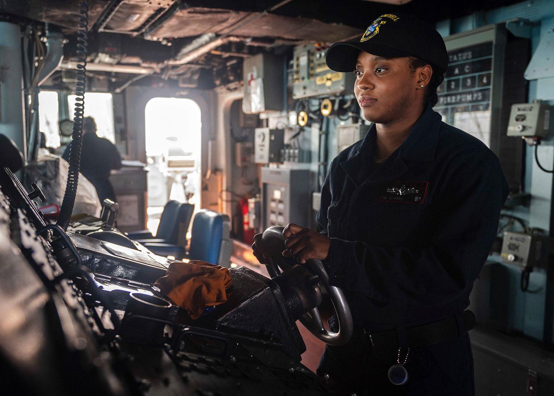 國防部14日表示美軍一艘作戰艦上午航經臺灣海峽。美軍太平洋艦隊臉書披露,爲麥克坎貝爾號驅逐艦。(圖取自facebook.com/USPacificFleet)