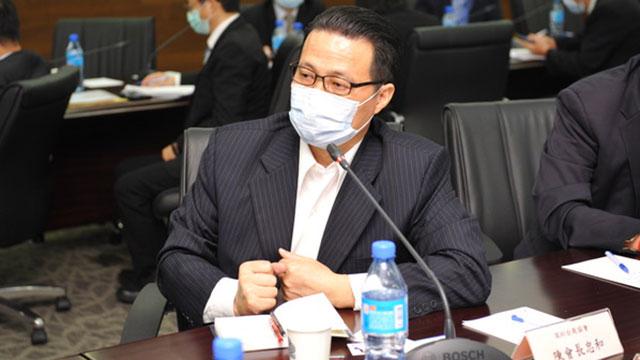 台湾投资企业联谊会常务副会长、深圳台协会长陈忠和会中呼吁蔡政府不要对大陆台商和世界台商做区隔对待。(海基会提供)