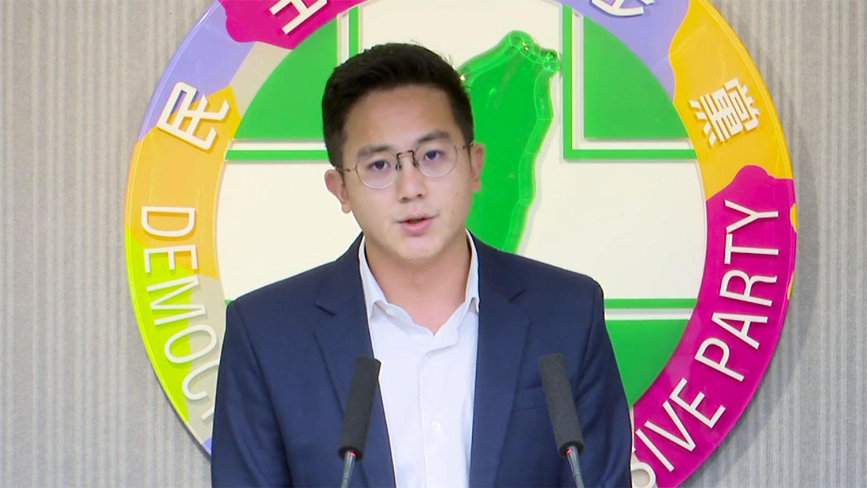 民进党发言人廖泰祥转述3日中常会定调:对罢韩案,呼吁市民行使公民权。(民进党脸书截图)