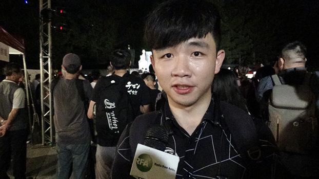 以真实姓名反对习近平的中国大陆学生李家宝(记者夏小华摄)