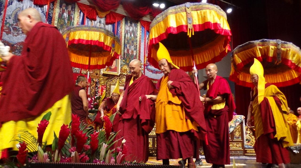 2019年藏传佛教格鲁祈愿大法会2号在台北登场,三位格鲁派仁波切同台祈福。(记者夏小华摄)