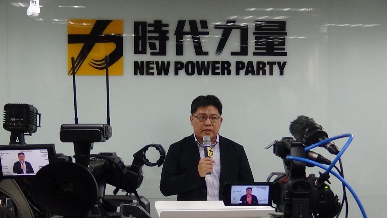 时代力量代理党主席邱显智5日出面说明如何处理主席徐永明涉收贿一事。(记者夏小华摄)
