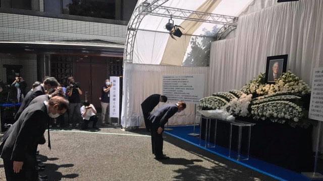 设在东京、台湾驻日代表处的悼念会场,5天涌入4千多名日本民众前往向前台湾总统李登辉致哀。(谢长廷脸书)