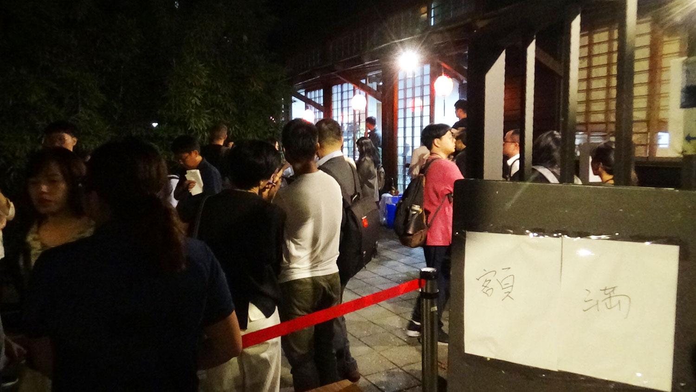 香港反送中运动受到全世界关注,香港社运青年黄之锋等人在台北的论坛,吸引媒体和民众参加。不少民众因额满无法入内。(记者夏小华摄)