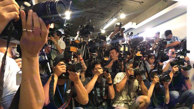 声援香港反送中遭打压的香港歌手何韵诗抵台备受关注。(记者夏小华摄)